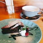 コトコトカフェ - 料理写真:ガトーショコラ&カフェラテ