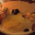 カサ ディ フルッタ - チーズの盛り合わせ