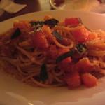 カサ ディ フルッタ - フレッシュトマトとバジリコソース