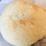 ブーランジェリー ラ・テール - ジャージー牛乳メロンパン