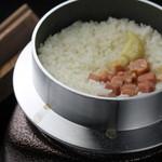 鉄板焼 ろじ - 釡炊きガーリックライス!ろじではお米は全てお客様の目の前でご提供します!!