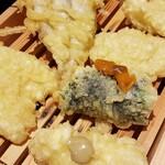天ぷらスタンドKITSUNE - うにサンド、わかさぎ、玉ねぎ、キス天など