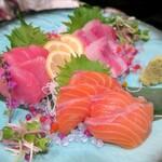 米と魚 酒造 米家ル - 生本マグロを盛り込んだ鮮魚の刺身盛り合わせ
