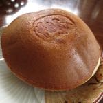 岡山夢菓匠敷島堂 - 餅入り夢どら。見た目は普通のどら焼き