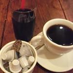 12557747 - ホットコーヒーとアイスコーヒー