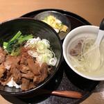 牛たん若 - 料理写真:味噌煮込み牛たん丼 980円