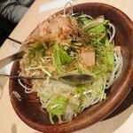 125582125 - 冬大根と水菜のサラダ黒酢ドレッシング (580円)