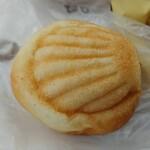 パンストック - クリームパンです