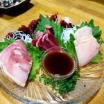 やきとり千両 - 鹿児島産地鶏の刺身3点盛 980円