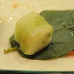 京大和屋 - 小袖寿司葉桜包み