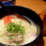 沖縄料理 馳走屋 楽 - ソーキそば ¥700