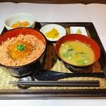 海鮮みらい - ほぐし鮭・いくら丼定食