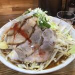 らーめんでぽっと - 料理写真:からし豚そば3辛(¥880)+大盛(¥200)