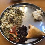 インディアン・レストラン ロタ - チキンビリヤニ・フィッシュケバブ・サモサ・ハルワ