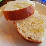 ビストロアンドカフェ タイム - 自家製パン