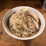 ラーメン豚珍 - ラーメン中(野菜・背脂増し)