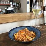 一軒家イタリアン 3丁目 Rigatto - イタリア産ツナとキノコのトマトソース