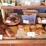 天然酵母パン 味取 - 店内の雰囲気