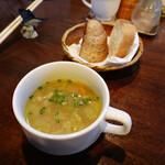 フィッシャーマンズクラブ - ランチのスープとパン
