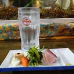 旬鮮居食屋 知花冷凍食品 - お通しと泡盛水割