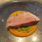 125616607 - サドルバッグ種豚肩ロース肉のロースト