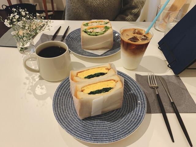 月と群青と珈琲と - 森口/カフェ [食べログ]