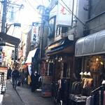 韓国田舎家庭料理 東光 - お店のある通り