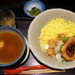 125642151 - 銀笹つけめん・白醤油(¥900)。麺はラーメン同様、細くて硬めの茹で加減