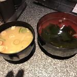 若狭家 - みそ汁とわかめスープ