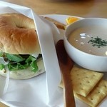 Gosea's surf&cafe - 料理写真:本日のスープ&ベーグル