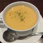 ブッシュクローバー - コーンスープ。甘くて、芳ばしく、濃ゆい。満足の一皿。