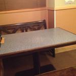 時代屋 - テーブル席は3卓