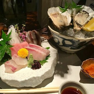 旬魚でご提供するしゃぶしゃぶのほか、お刺身や逸品も豊富です