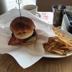 俺のBakery&Cafe - 究極のハンバーガー(税込み1650円)
