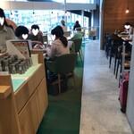 俺のBakery&Cafe - 店内