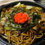 大石 - 焼きそば。特注の太麺にオリジナルブレンドソースが絡んで美味しい♪