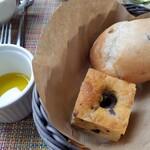 ヴェンタリオ - フォカッチャとパン、エキストラバージンオイルで♪