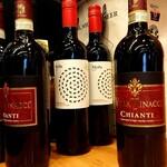 ONDEN - カウンター左端のワイン。