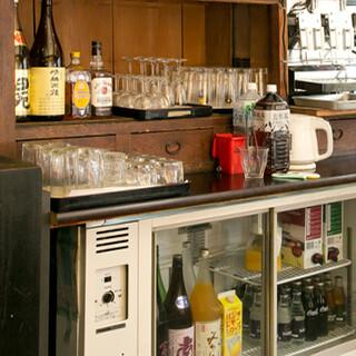 厳選した日本酒や焼酎などは、セルフサービスの飲み放題で◎