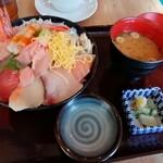 魚盛 - 海鮮丼980円