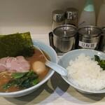 武虎家 - 料理写真:ラーメン、味玉、ライス