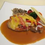 桔梗が丘ヴェルージュ - ランチコース1575円の肉料理・もち豚のローストピッツァ風