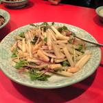 龍口酒家 本店 - 帆立貝と浜ボウフウ炒め