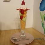 Cafe de Peru - いちごとオレンジキャンディ メロンのMIXパフェ