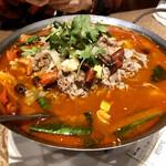 宏福楼 - ラム肉とエノキの四川風鍋煮@1080円   ラム肉たっぷり!麻辣味なれど丁度いい加減で美味しい♪