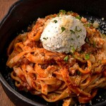 茜の庭 - 粗挽き肉とクリームチーズの濃厚トマトパスタ