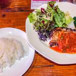 アウグスビール ラボ・キッチン - お魚の日替わりランチ(アイナメのソテー ベーコントマトソース) 900円