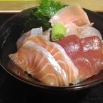 魚問屋 助八 - 通常の海鮮丼