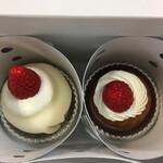 ベリーアップ - 箱の中のいちご大福といちごケーキ