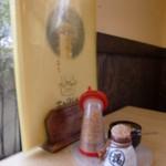 おがた家 - メニューとテーブルセット